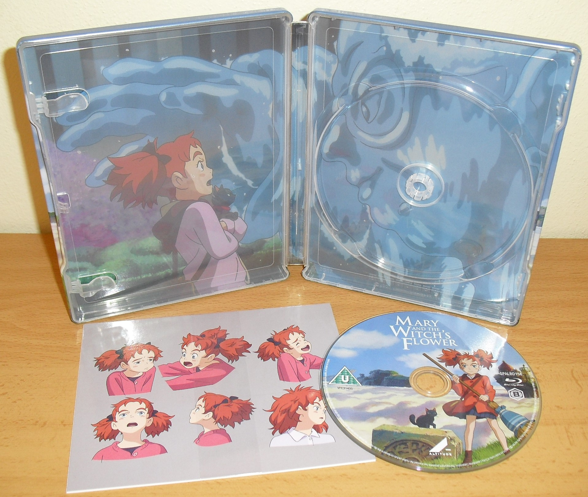 https://cld.pt/dl/download/9da23eb7-0c72-42c4-89e1-6eac3bda0787/Mary.and.the.Witchs.Flower.Steelbook.%287%29.JPG
